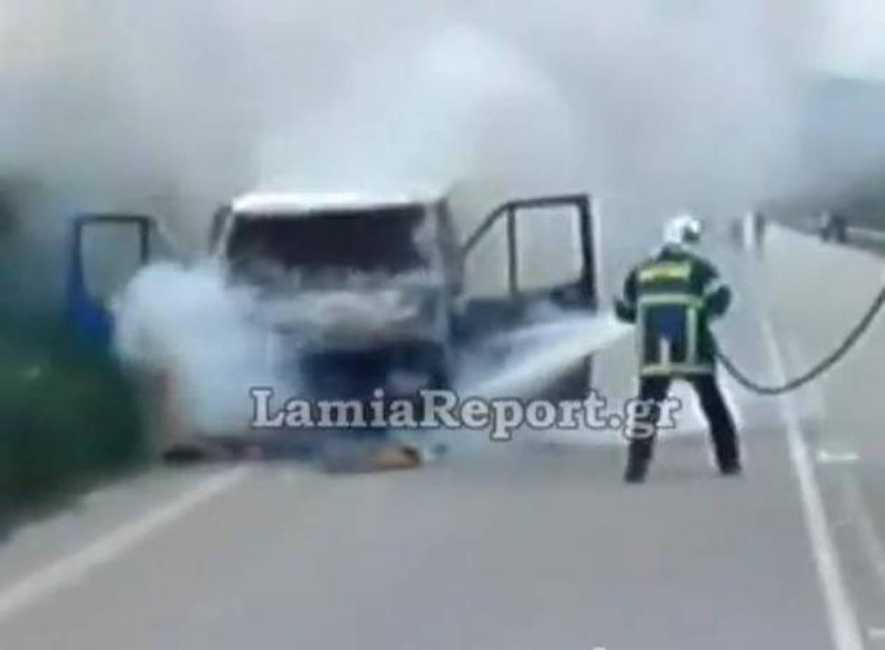 Αυτοκίνητο άρπαξε φωτιά εν κινήσει (βίντεο)