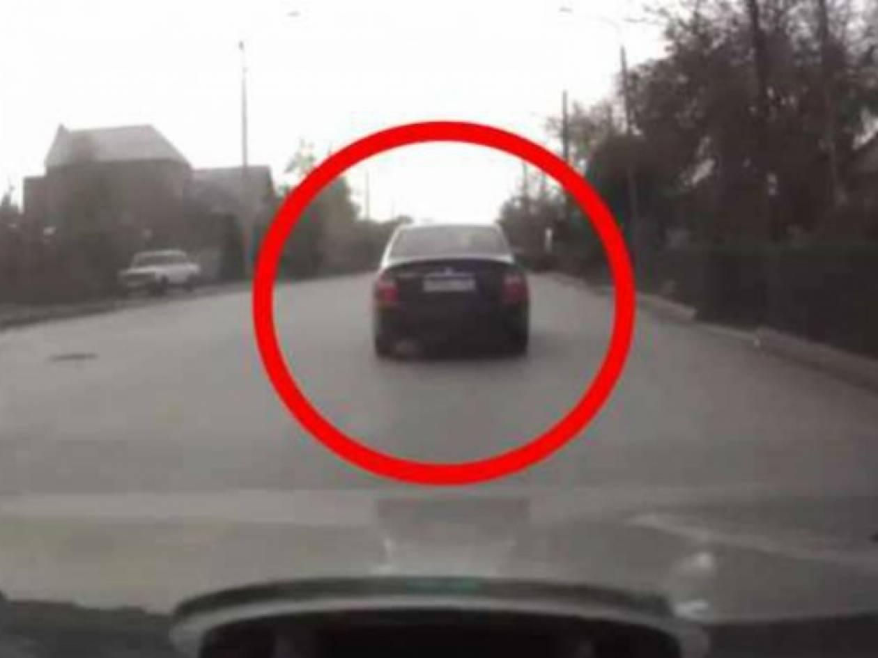 Σοκαριστικό ατύχημα : Δείτε τι θα συμβεί στο αυτοκίνητο! (vid)