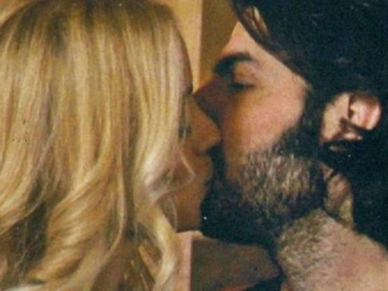 Η Δούκισσα, ο Νίκος και το φιλί τους