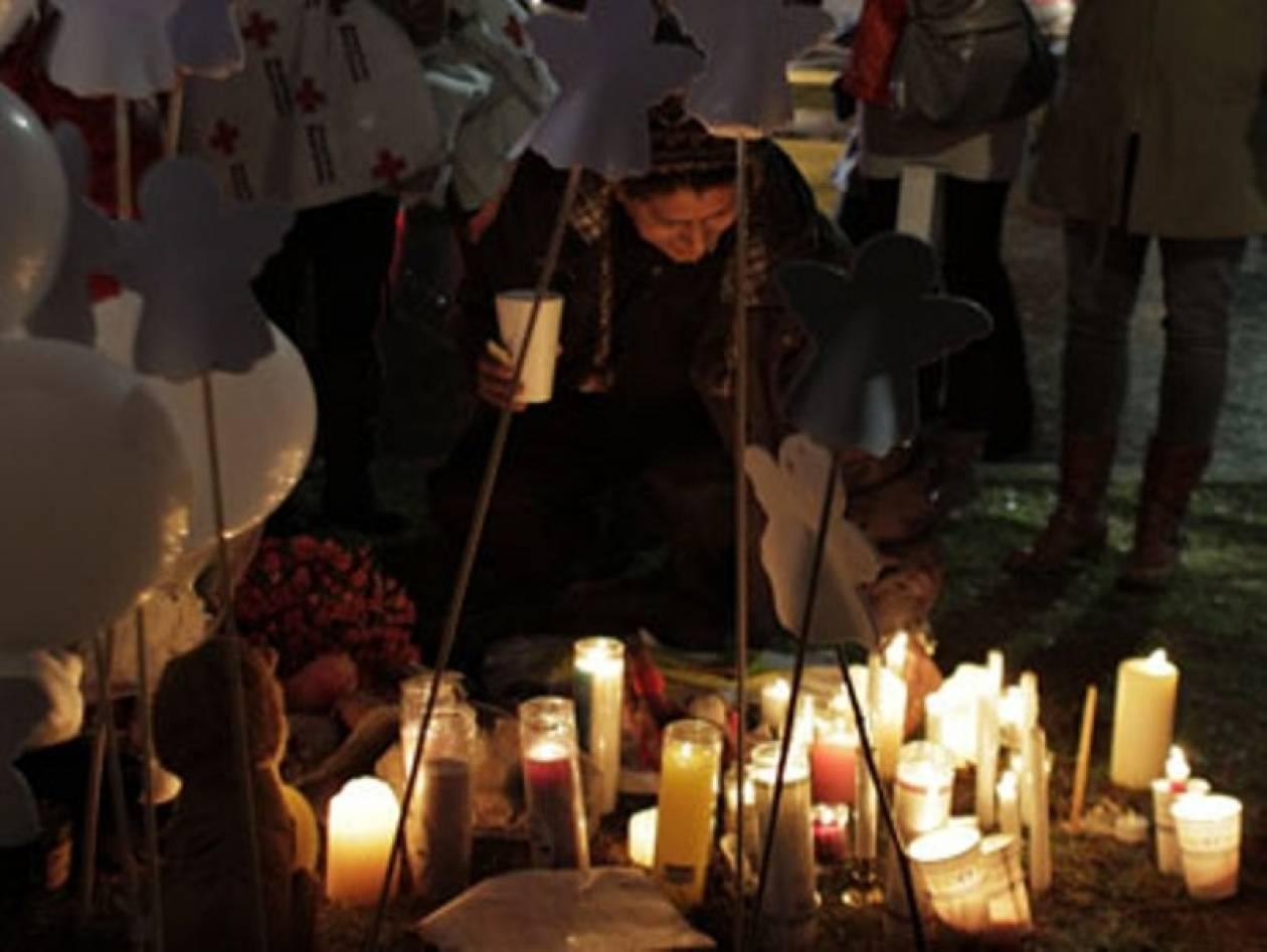 ΗΠΑ: Ενός λεπτού σιγή για τα θύματα του μακελειού του Νιούταουν