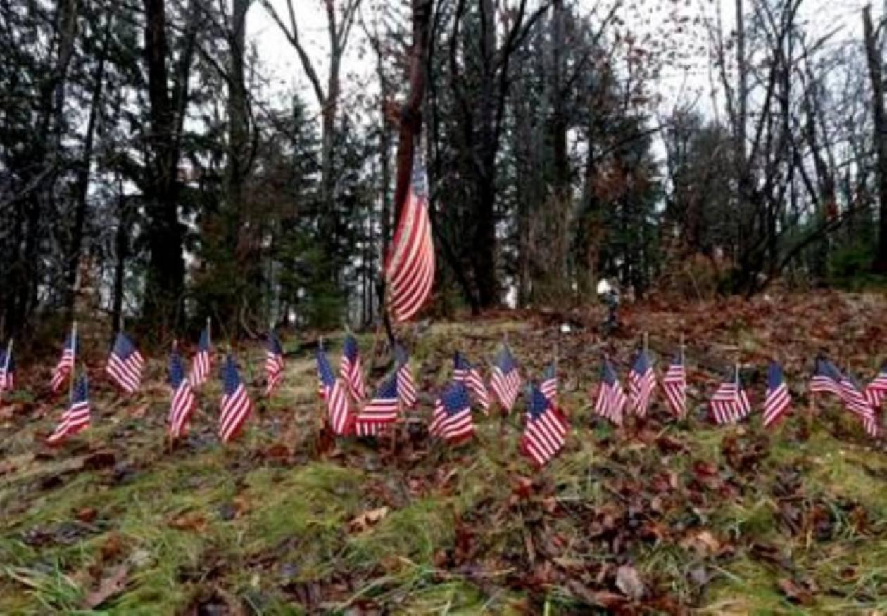 Έχουν κηδευτεί τα μισά θύματα του μακελειού στο Κονέκτικατ