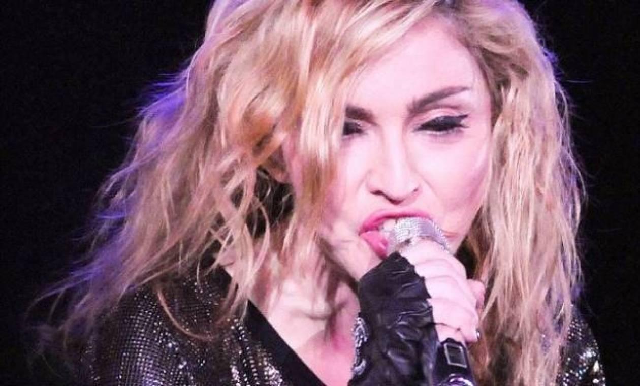 Madonna: Έκανε επίθεση σε θαυμαστές της γιατί κάπνιζαν