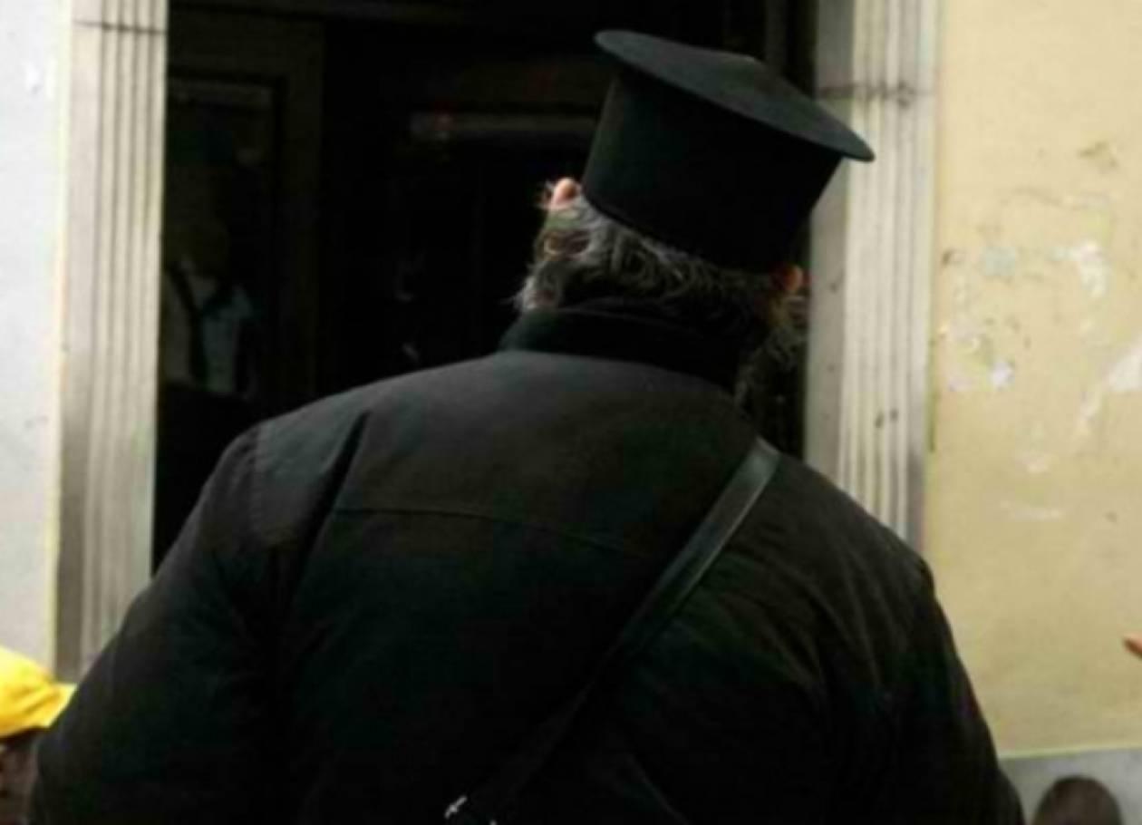 ΣΟΚ: Ιερέας προσπάθησε να ξαφρίσει το βιβλιάριο υπερήλικης