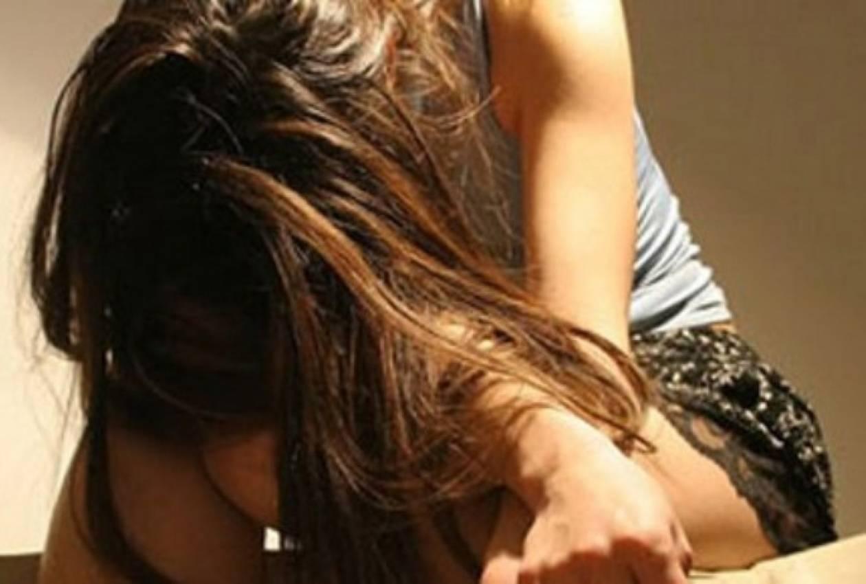 Μητέρα άκουγε στο τηλέφωνο να βιάζουν την 15χρονη κόρη της