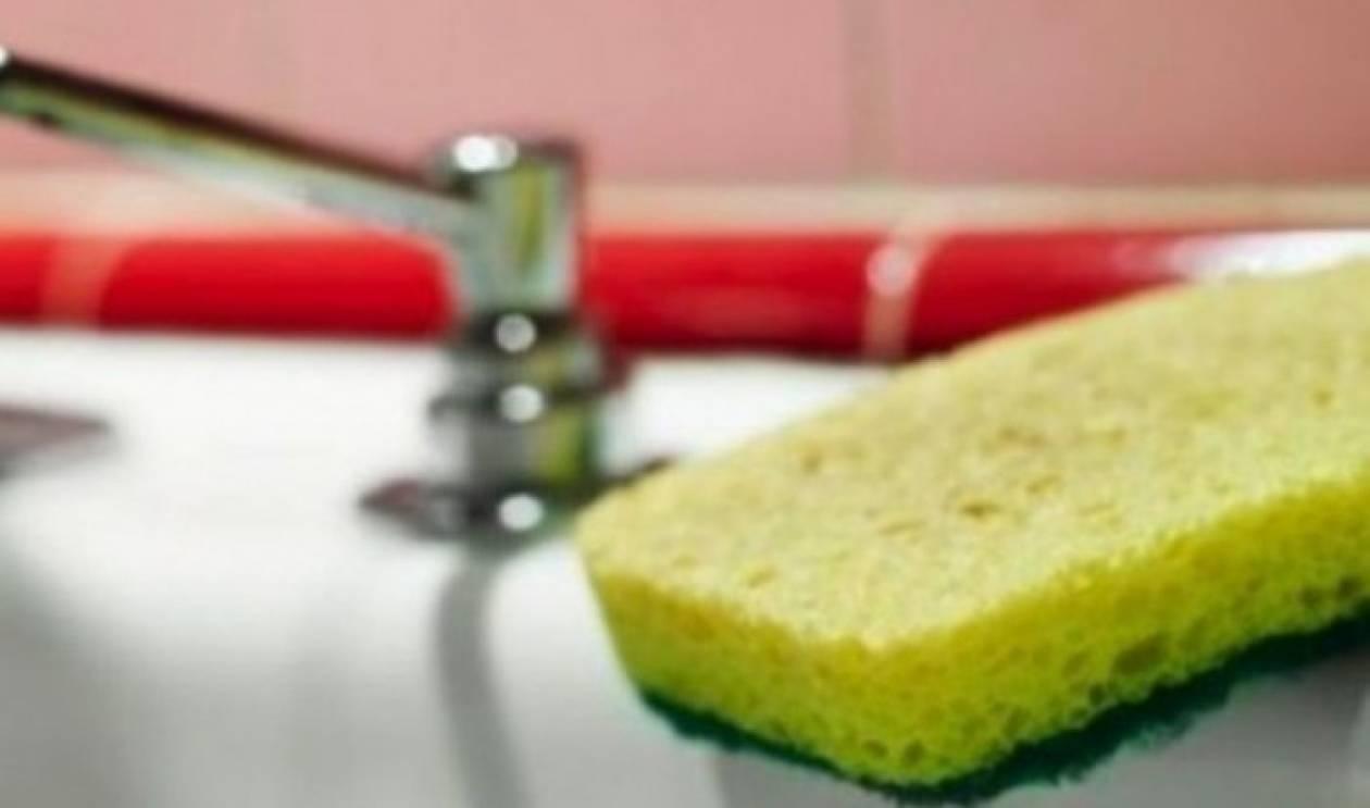 Λιγότερα βακτήρια στην τουαλέτα από το σφουγγάρι κουζίνας