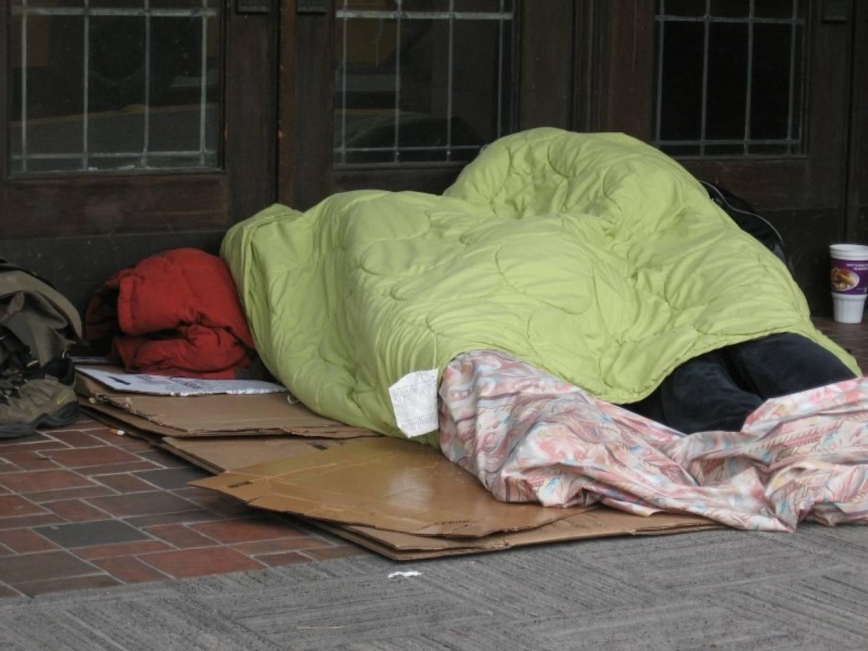 Συγκλονιστική φωτογραφία: Φαγητό για τον άστεγο
