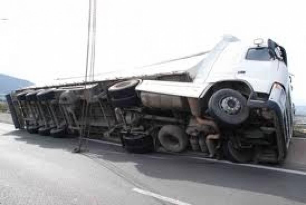 Τραγωδία στο Βέλγιο: Ανήλικοι «σφηνώθηκαν» κάτω από φορτηγό