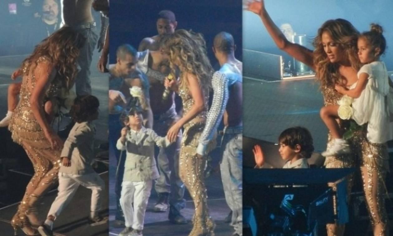 Jennifer Lopez: Ακόμα και πάνω στη σκηνή μαζί με τα παιδιά της!