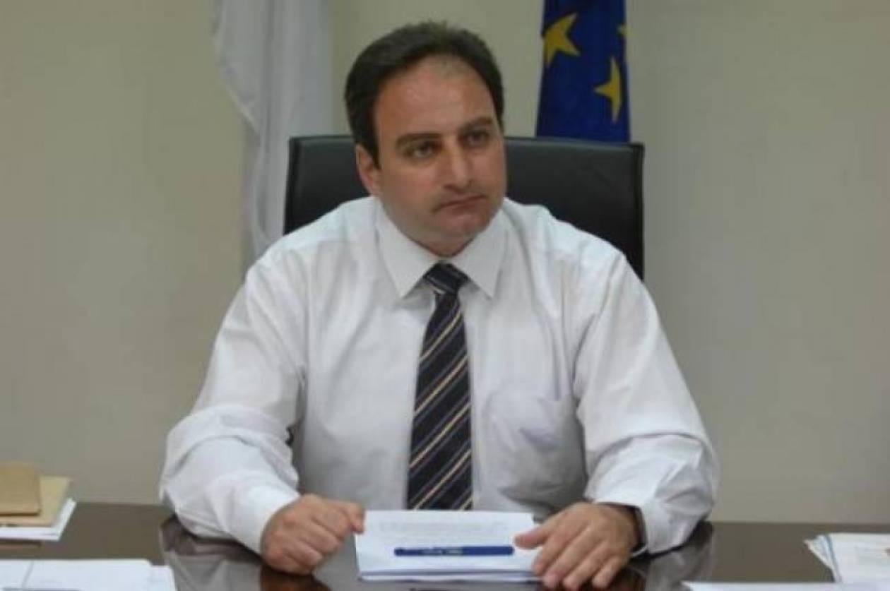 Η κυβέρνηση απορρίπτει τετραμερή για το Κυπριακό