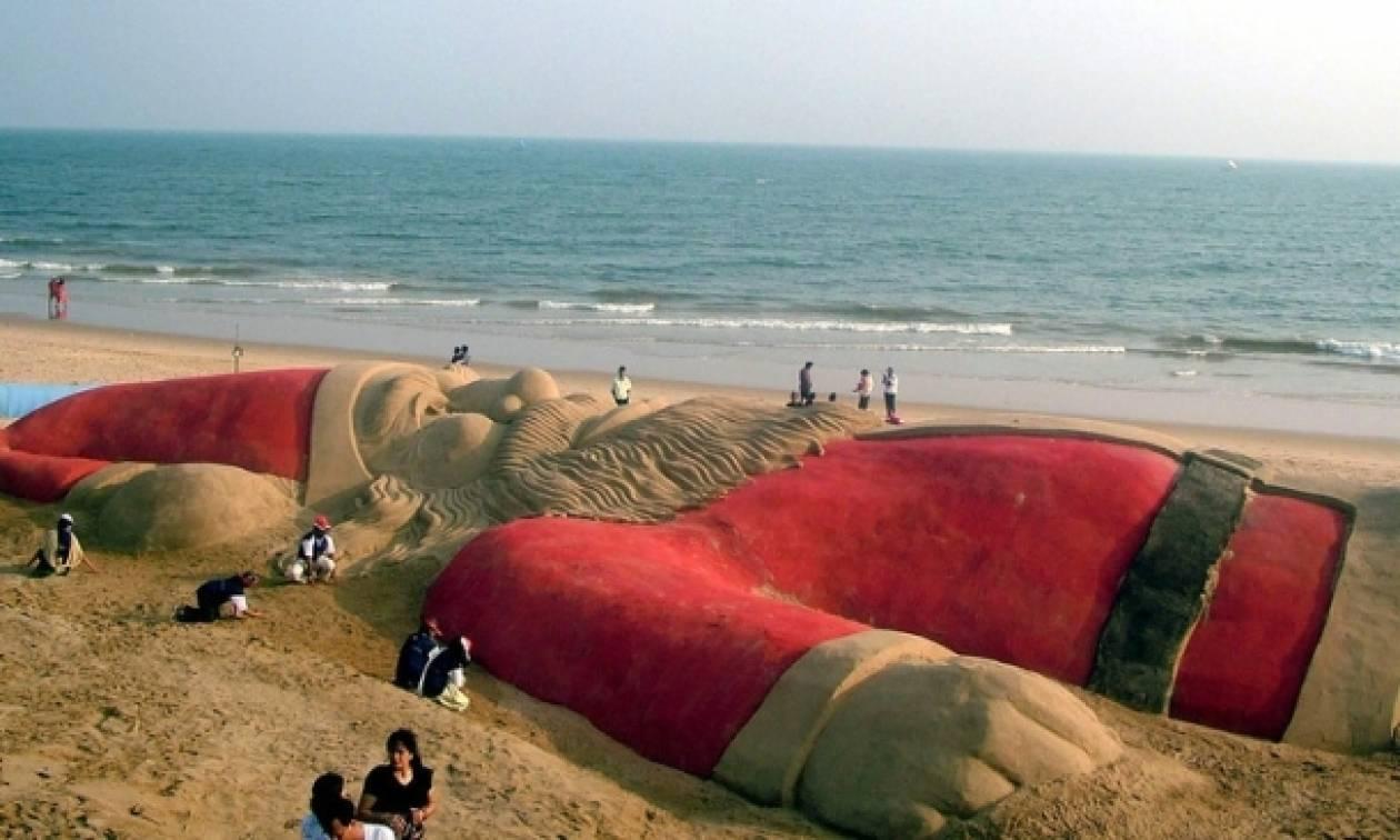 Ο πιο μεγάλος Άγιος Βασίλης του κόσμου από άμμο!