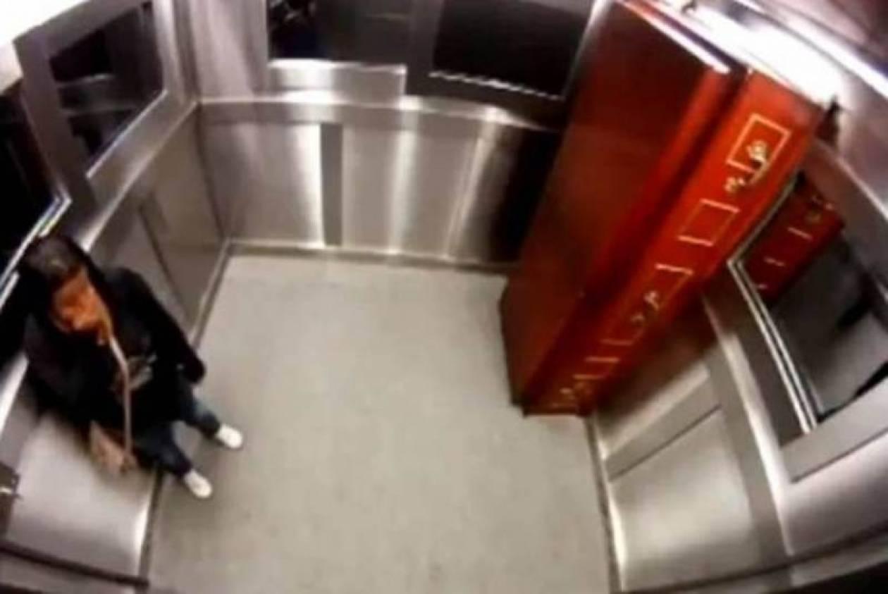 Eγκλωβίστηκε στο ασανσέρ με ένα πτώμα! (video)