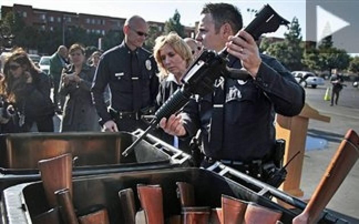 ΗΠΑ: Αντάλλαξαν όπλα με... δωροκάρτες