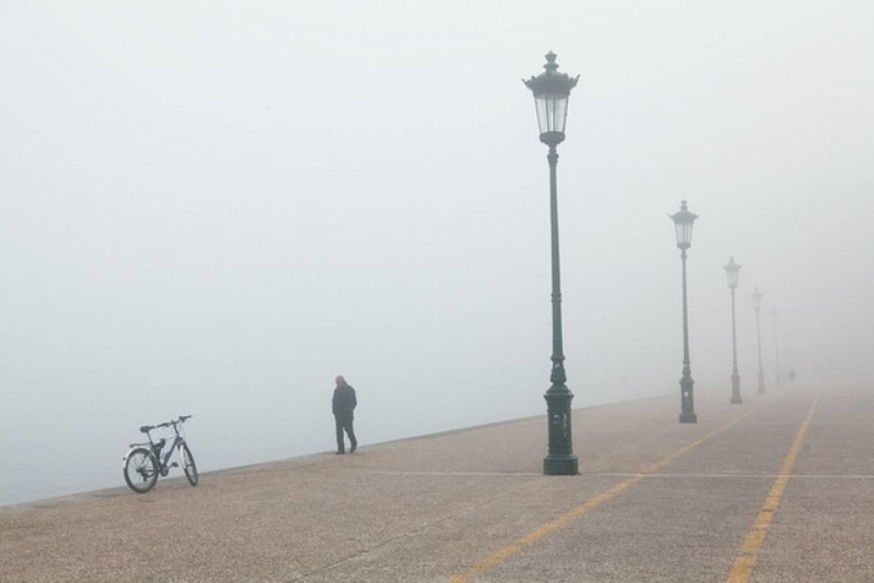 Πέπλο ομίχλης κάλυψε τη Θεσσαλονίκη