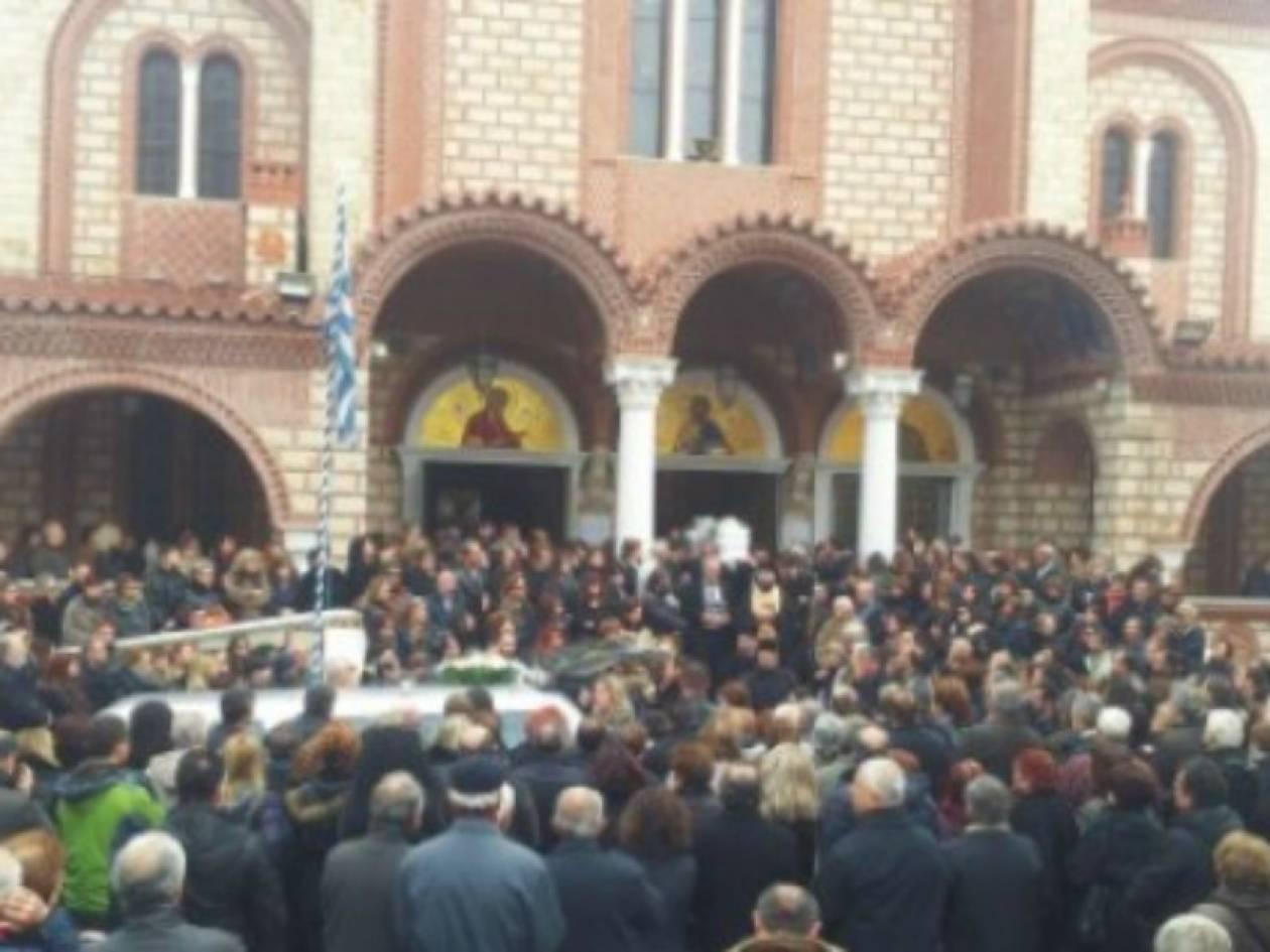 Βίντεο: Θρήνος στην κηδεία της άτυχης Ζωής στην Ξάνθη