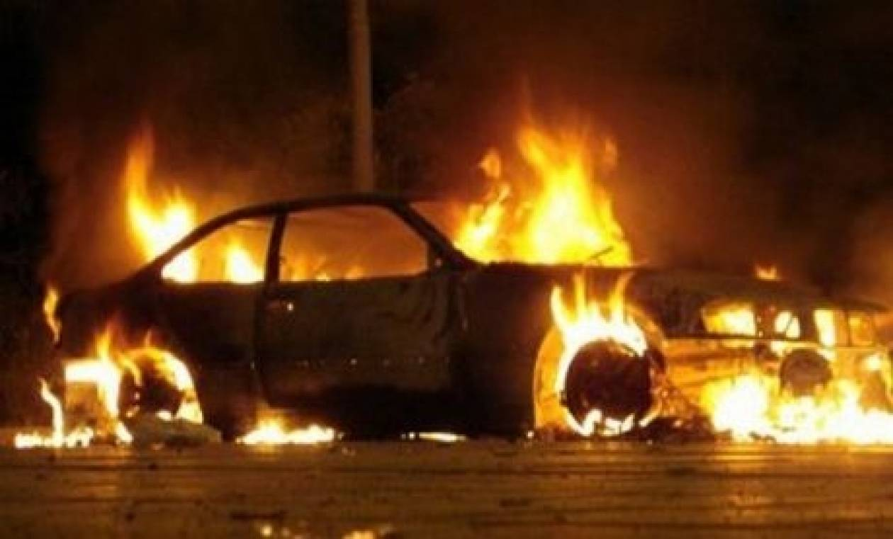 Εμπρησμοί αυτοκινήτων το βράδυ στην Αττική
