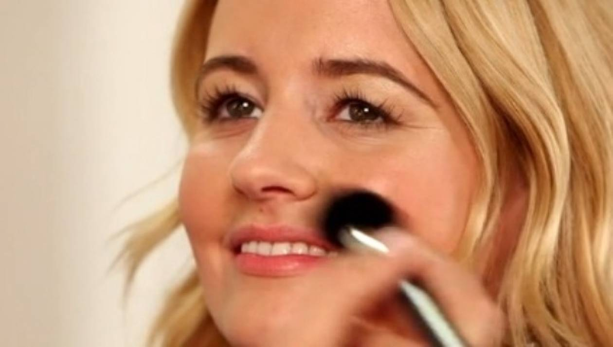 Βήμα - βήμα: Glam μακιγιάζ για το ρεβεγιόν
