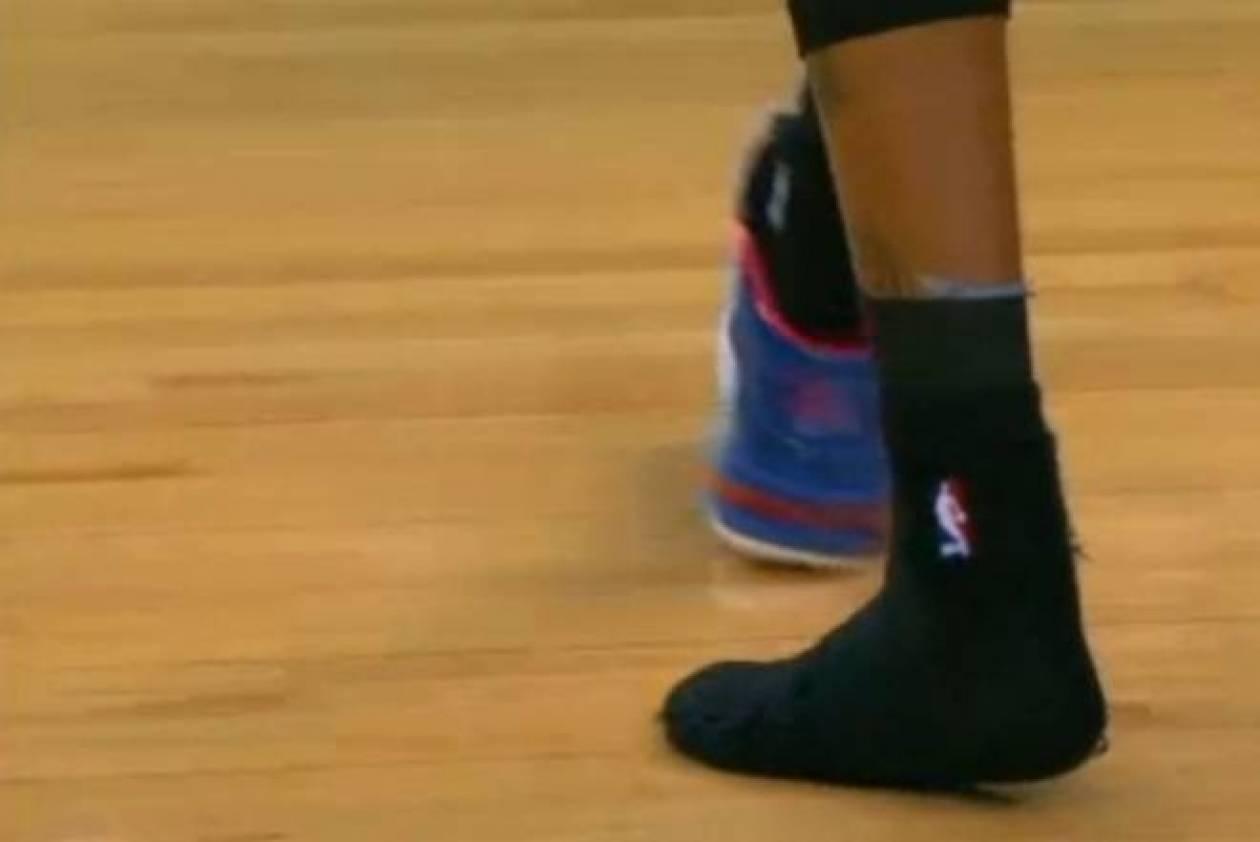 Γκόλντεν Στέιτ Ουόριορς: Πέταξε το παπούτσι στην κερκίδα (βίντεο)