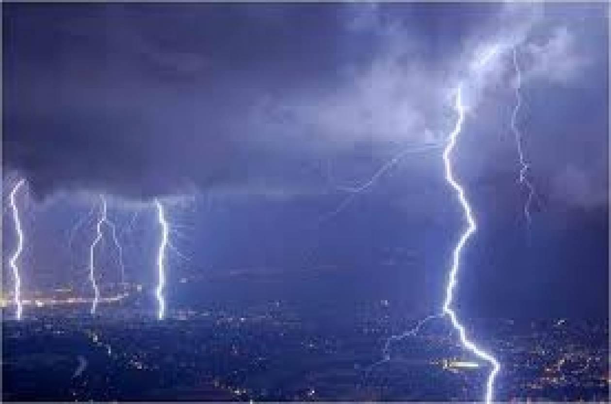 Άνοιξαν οι... ουρανοί – Βροχές και καταιγίδες σε όλη τη χώρα