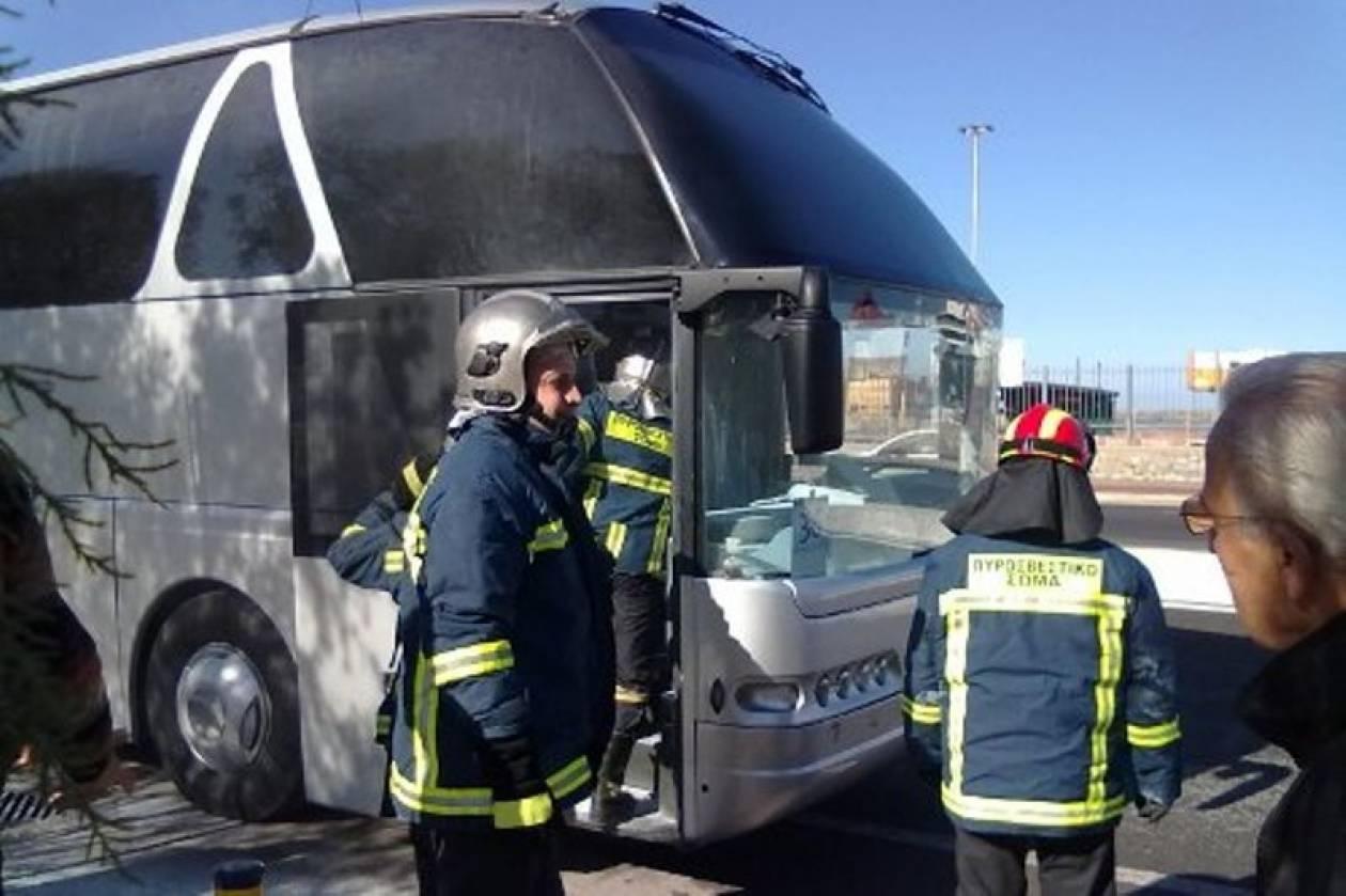 Φωτιά σε τουριστικό λεωφορείο εν κινήσει