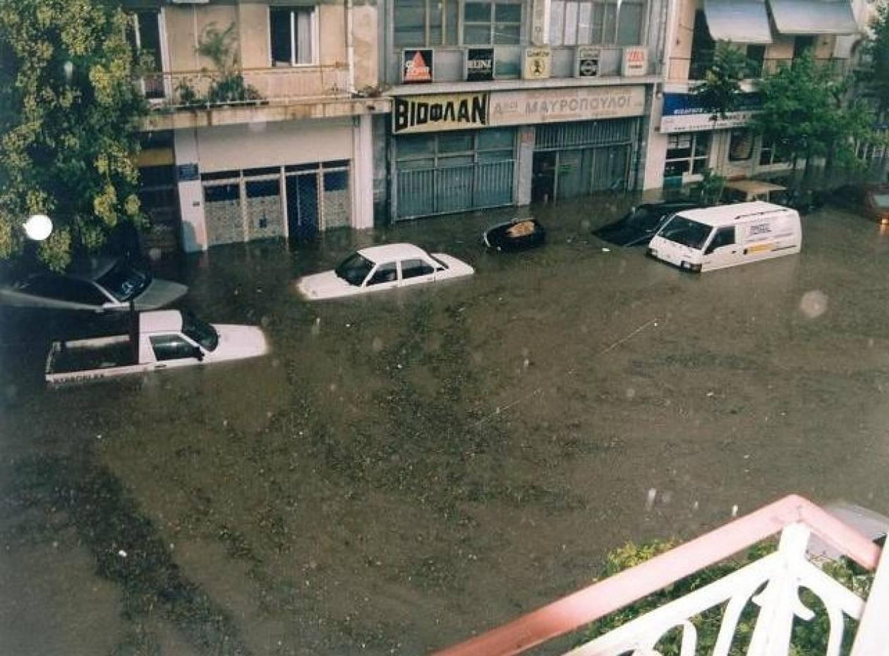 ΤΩΡΑ-Εγκλωβισμένοι στη Σκάλα Ωρωπού λόγω πλημμύρας