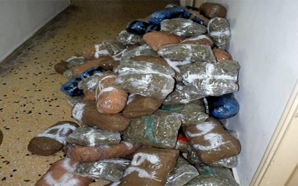 «Χειροπέδες» σε τρεις αστυνομικούς για διακίνηση ναρκωτικών