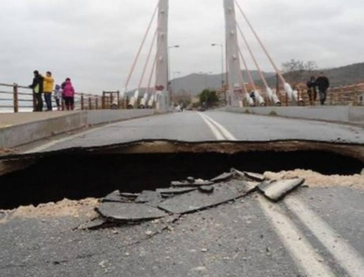 Τρύπησε η γέφυρα «Καλατράβα» στον Αγιόκαμπο