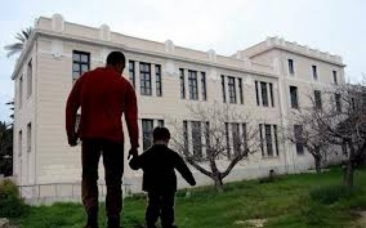 Τραγωδία: Εδωσαν και τα 3 παιδιά σε ίδρυμα για να ζήσουν