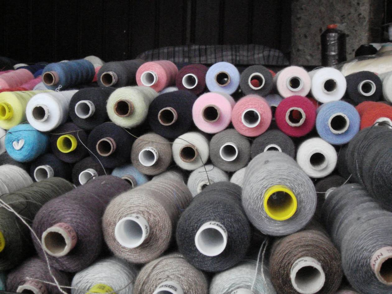 Ένας στους δύο βιομηχανικούς κλάδους παράγει 50% λιγότερα προϊόντα