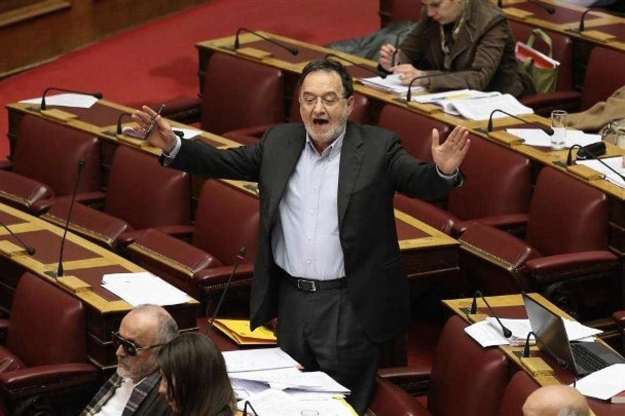 Ένταση και προσωρινή αποχώρηση του ΣΥΡΙΖΑ από τη Βουλή