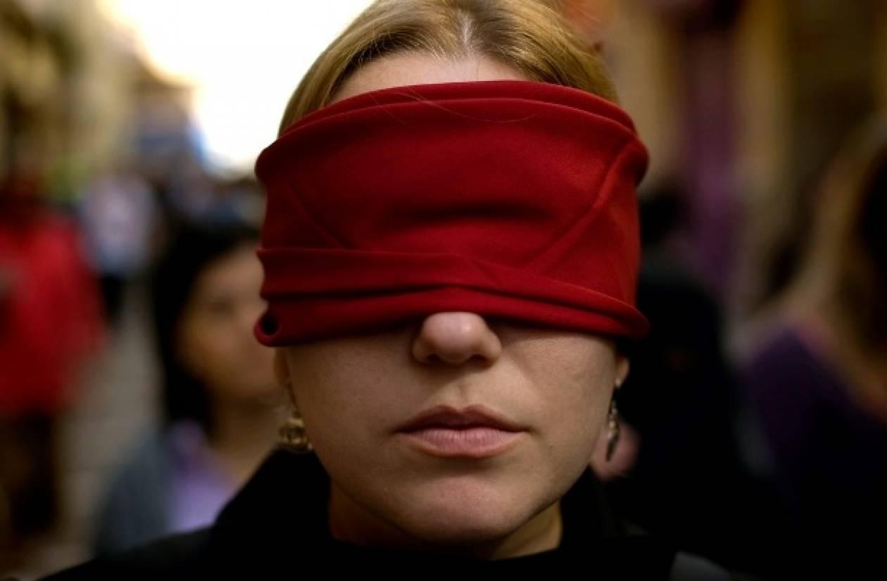 Κρήτη: Διαμαρτυρήθηκαν με δεμένα τα μάτια