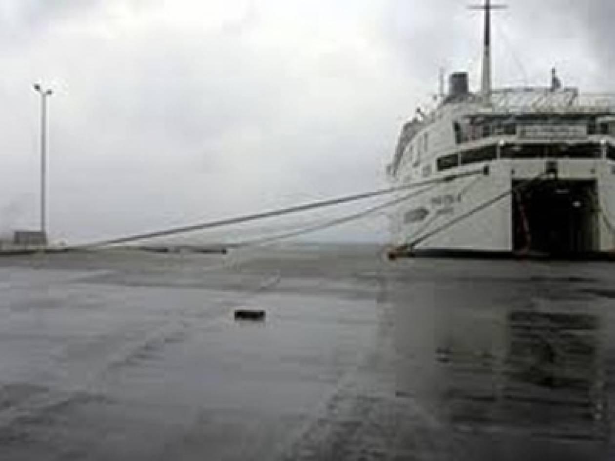 Δείτε πού είναι «δεμένα» τα πλοία λόγω ισχυρών ανέμων
