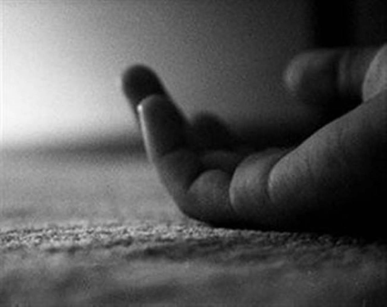 ΣΟΚ στο Αγρίνιο: Αγρίνιο: Έκοψε τις φλέβες του σε δρόμο του χωριού
