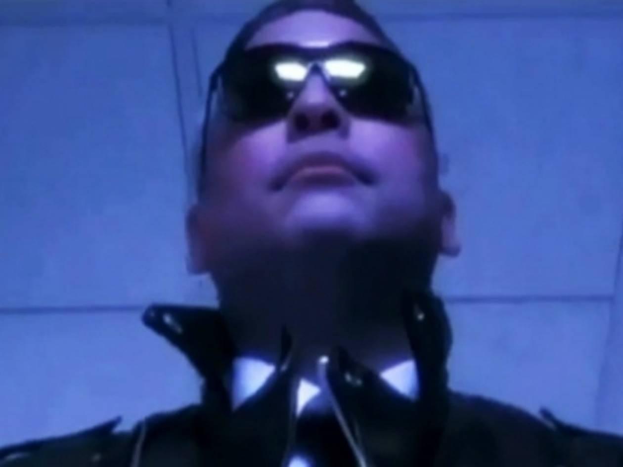 Διευθυντής σχολείου σε βίντεο ως Terminator 2!