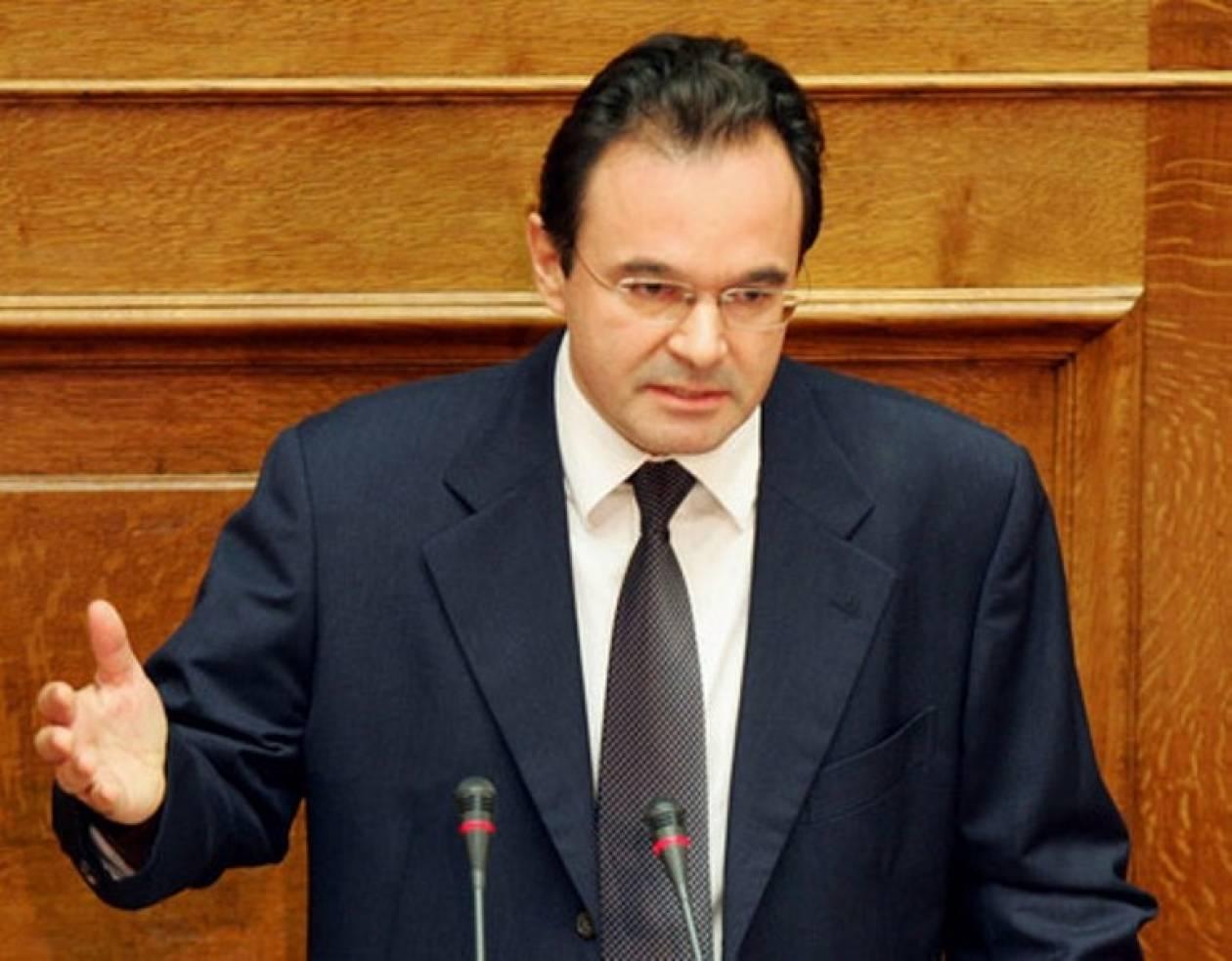 Δείτε LIVE: Στο βήμα της Βουλής ο Γ. Παπακωνσταντίνου