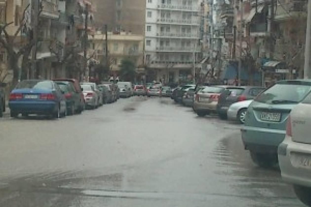 Πλημμύρισαν δρόμοι της Θεσσαλονίκης από βλάβη αγωγού (pics-vid)