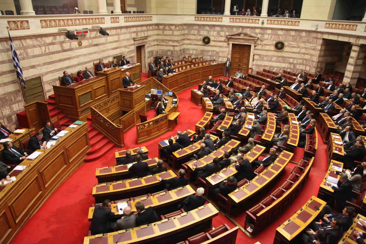 Χάος στη Βουλή λίγο πριν από την ψηφοφορία