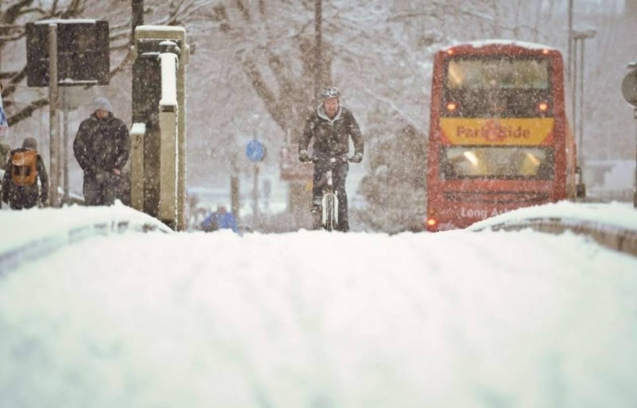 Προβλήματα στη Βρετανία λόγω χιονιού
