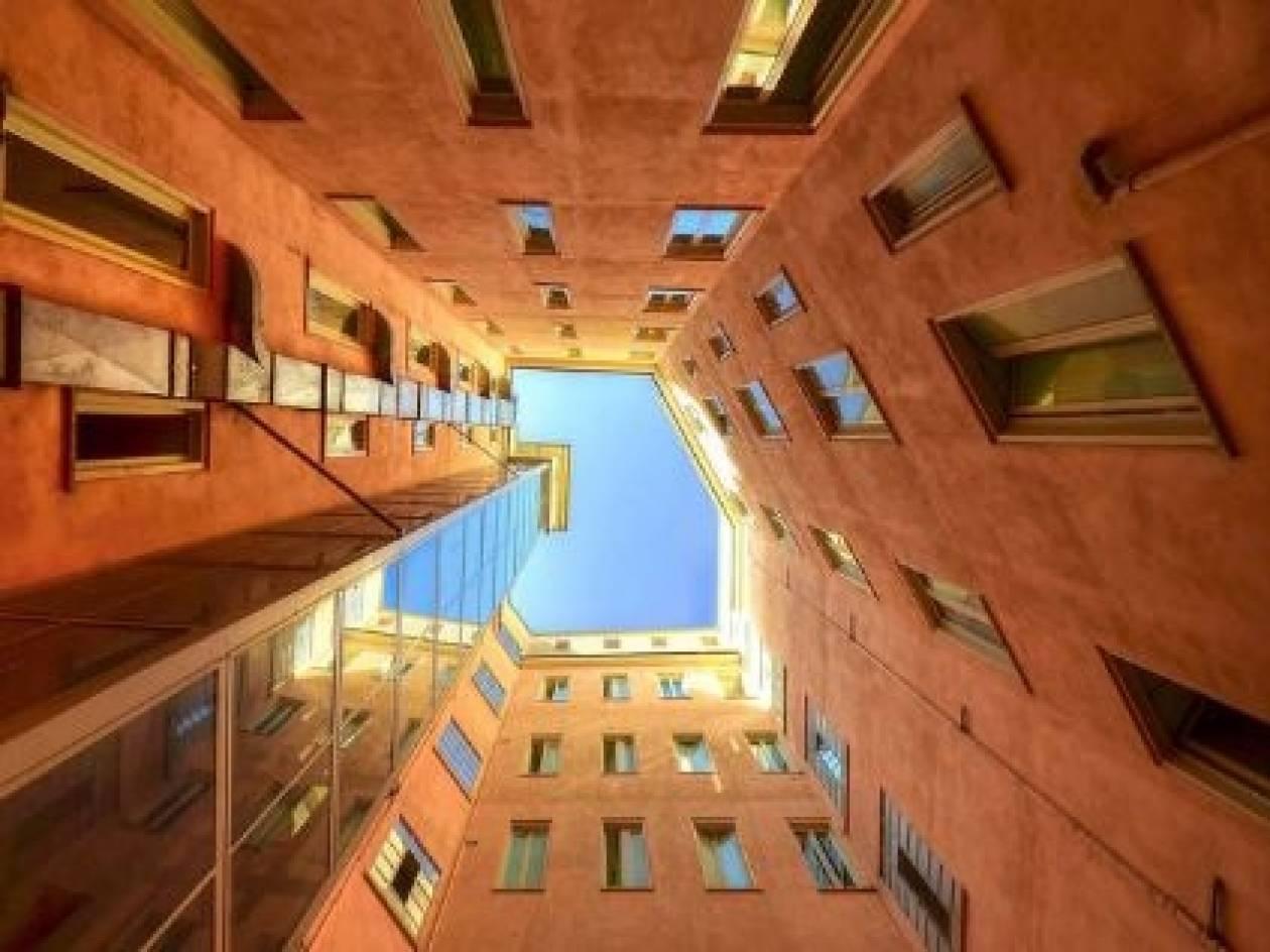 Δείτε κτίρια…από κάτω προς τα πάνω (pics)