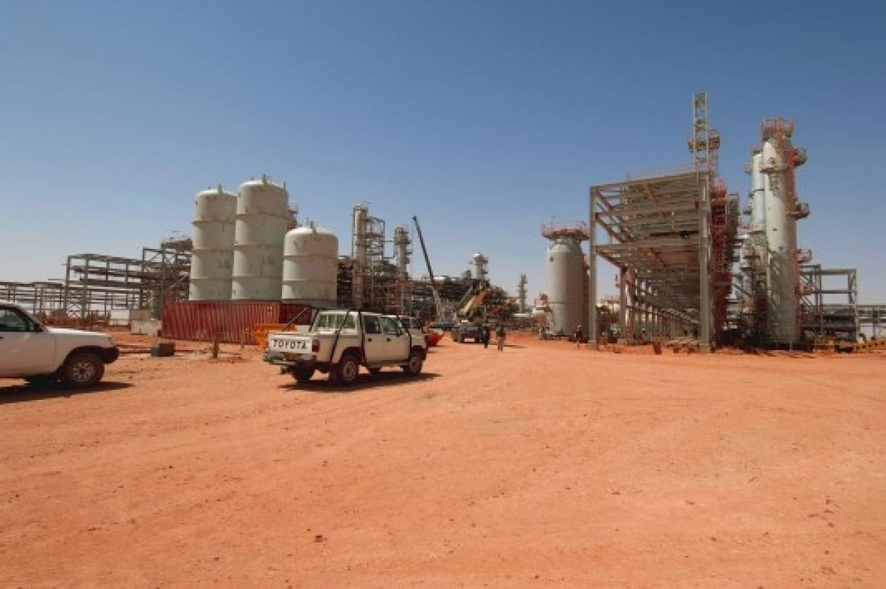 Αλγερία: «Μεγίστη σύνεση» συνιστά η Κλίντον