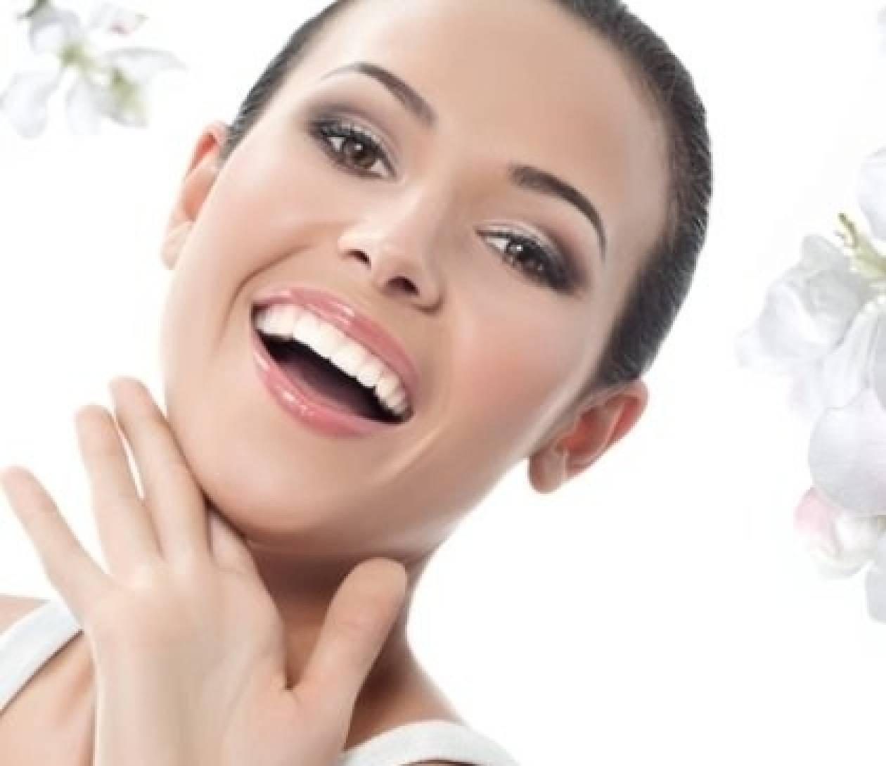 Πώς να αποκτήσετε λευκά δόντια με σπιτικές συνταγές