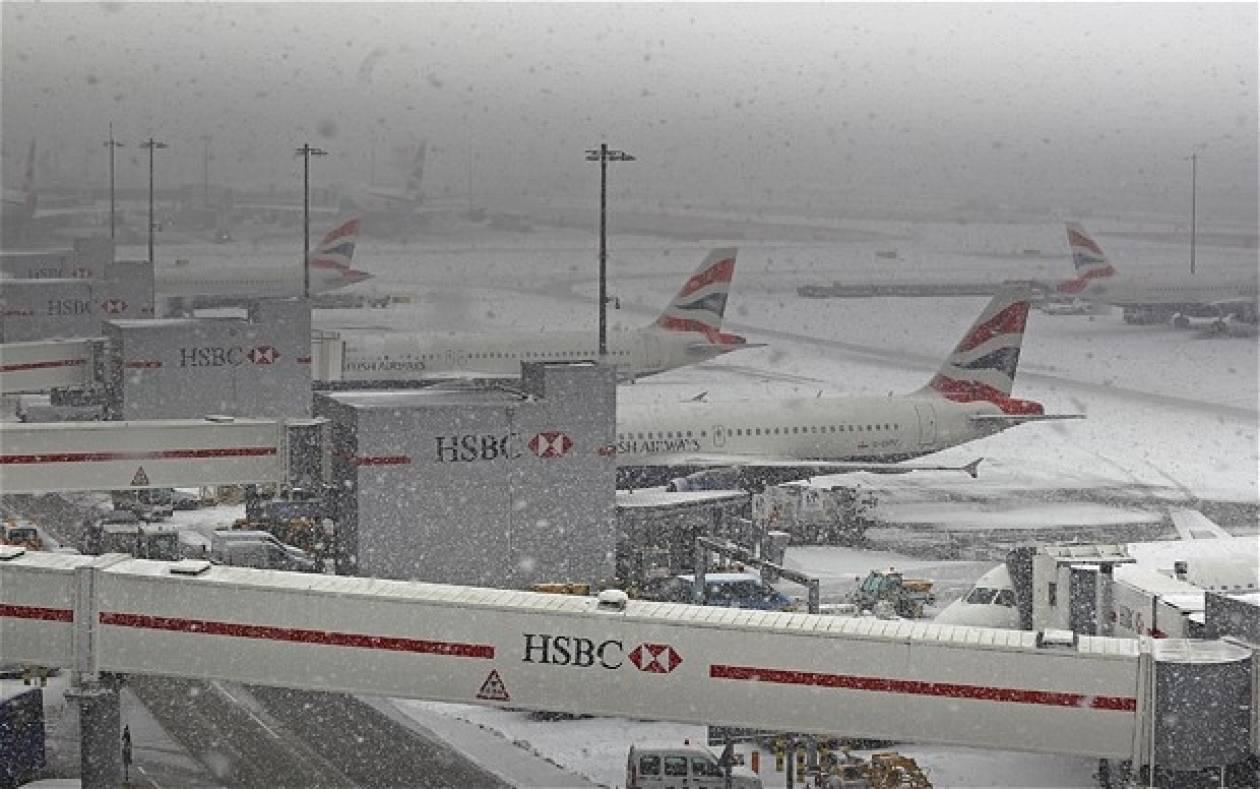 M. Βρετανία: Το χιόνι δημιουργεί προβλήματα στο Χίθροου