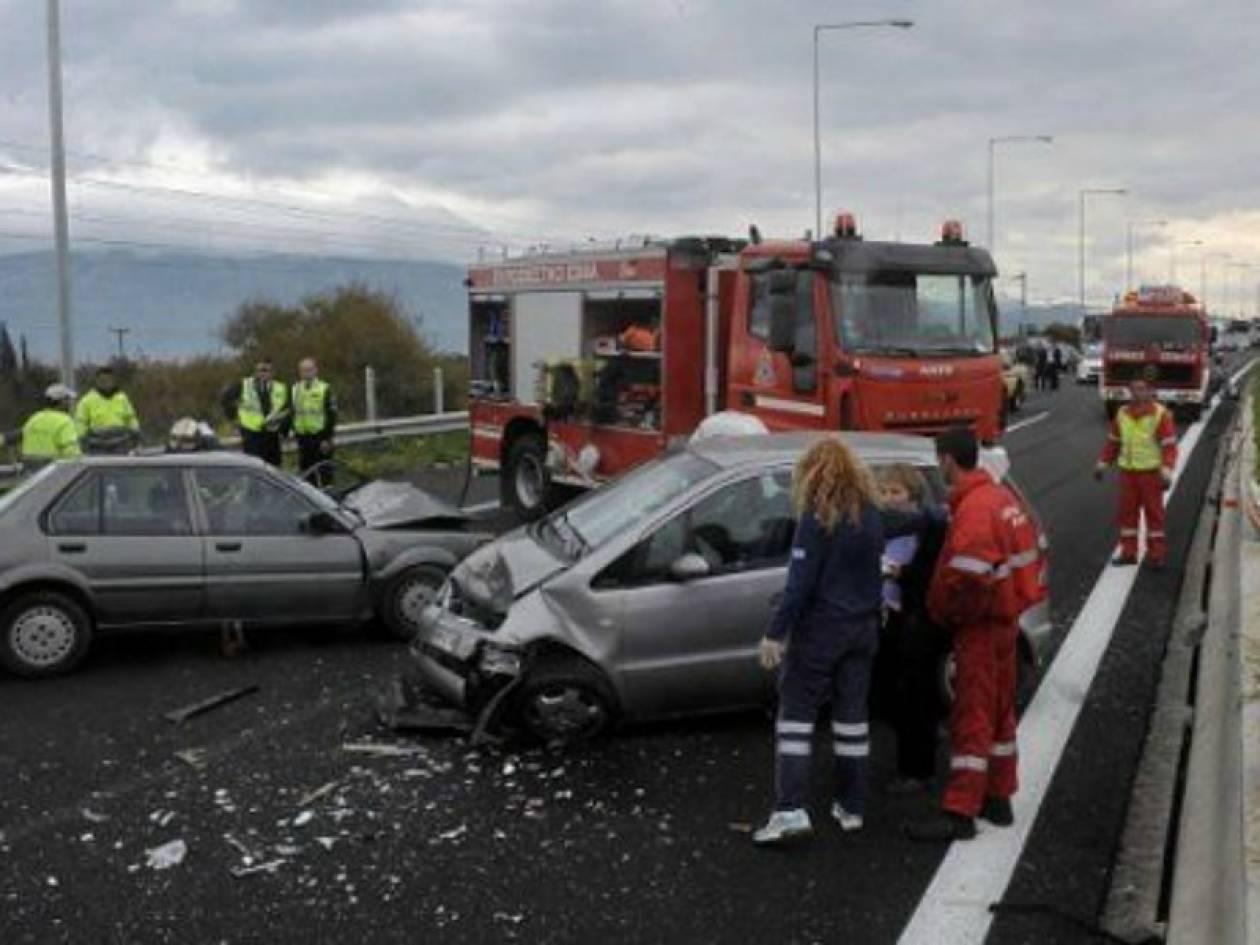 ΤΩΡΑ:Εγκλωβισμένοι τραυματίες σε τροχαίο