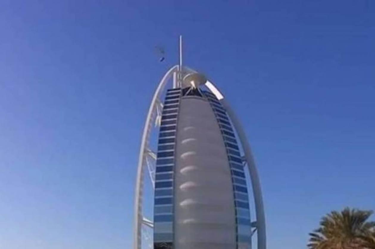 «Ιπτάμενη» Αστον Μάρτιν για τα 100 χρόνια στο Ντουμπάι (Video)