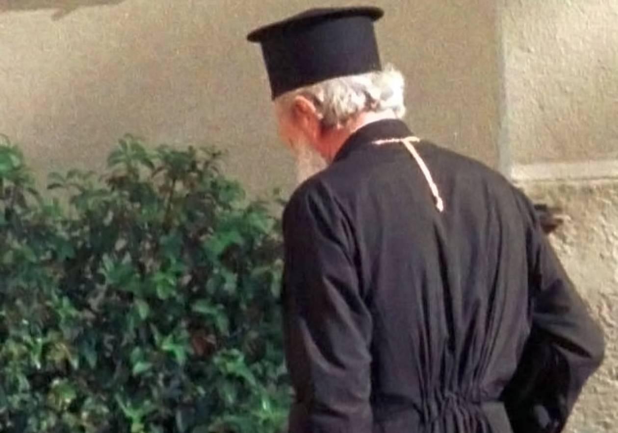 Απίστευτο: Ιερή καμπάνα σε ιερέα γιατί δεν έπιασε τον οικονομικό στόχο