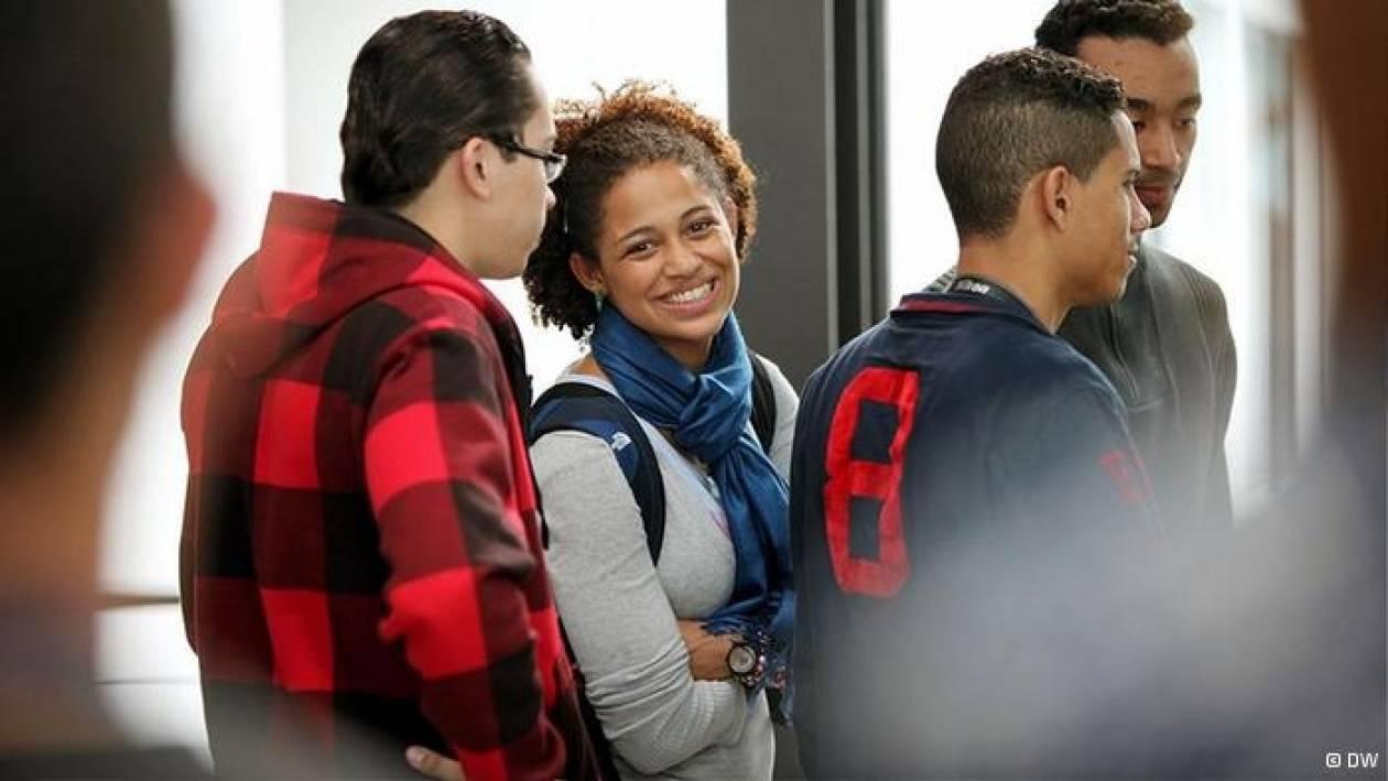 Κράτσα σε DW: Η Κομισιόν εγγυάται απασχόληση στους νέους ανέργους