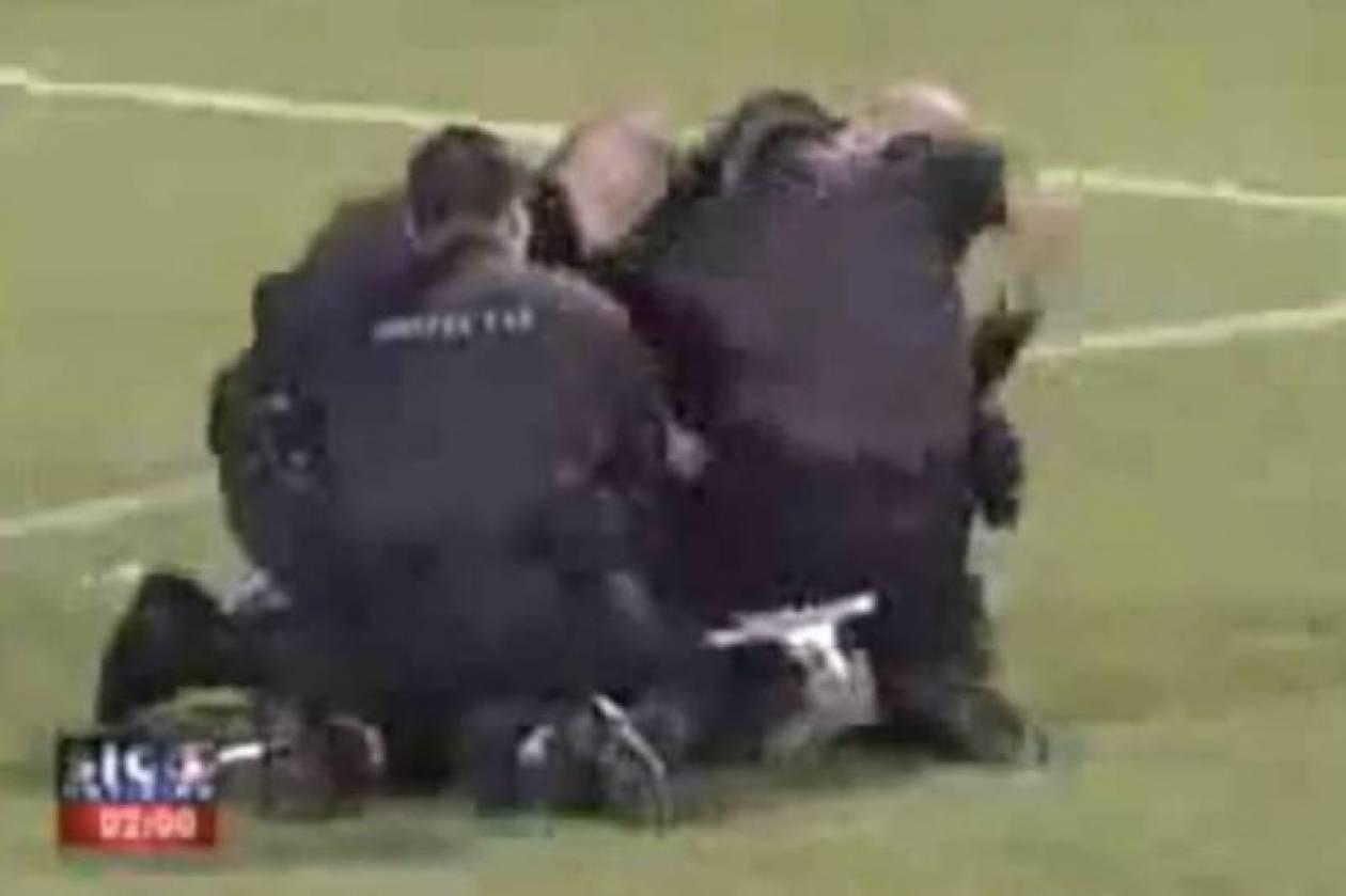 Βίντεο: Λιντσάρισμα αστυνομικών από οπαδούς