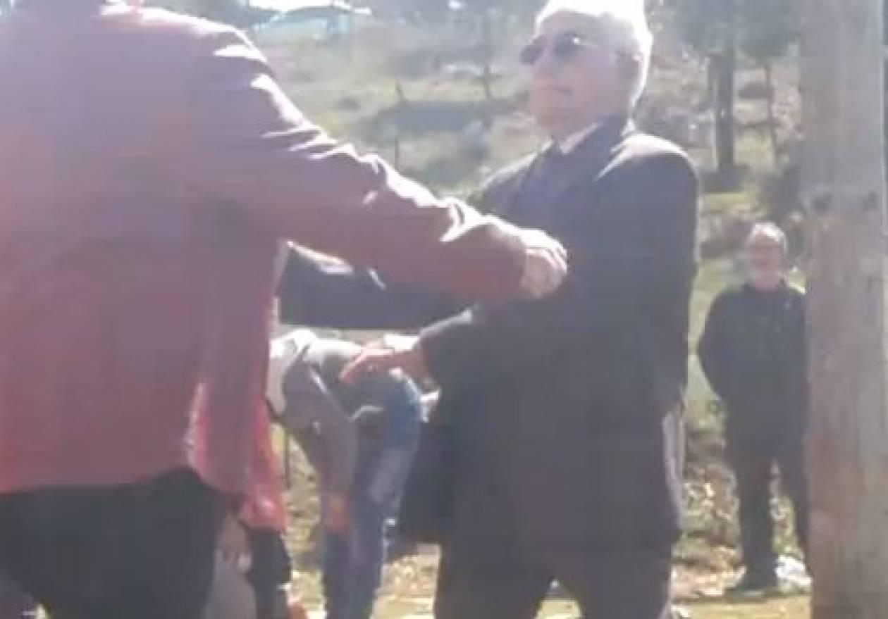 Βίντεο: Έλληνας παππούς χορεύει Psychedelic