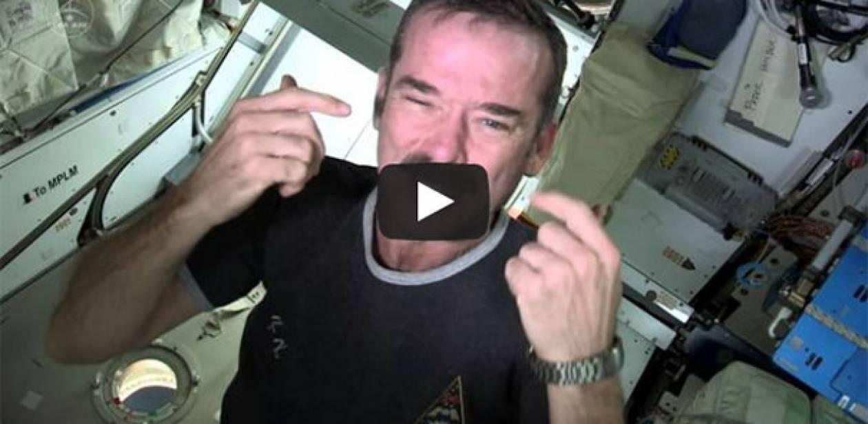 Βίντεο: Δείτε πως κόβουν τα νύχια τους στο... διάστημα