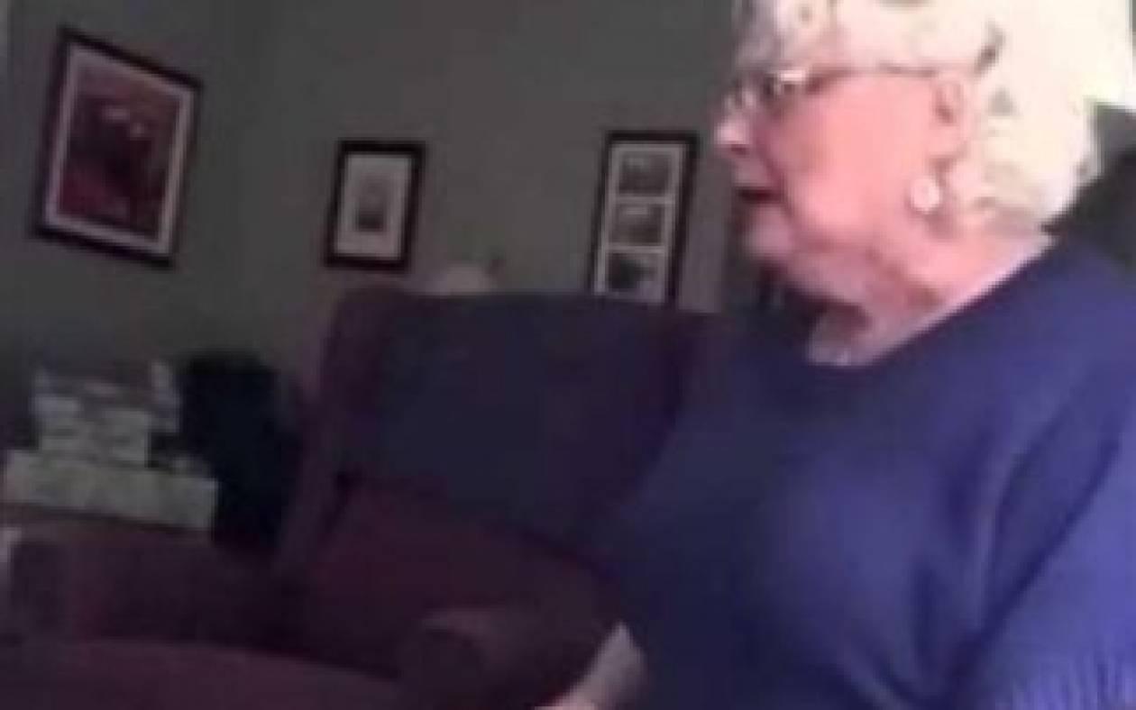 Το βίντεο που θα σας φτιάξει τη μέρα: Μόλις έμαθε ότι θα γίνει γιαγιά