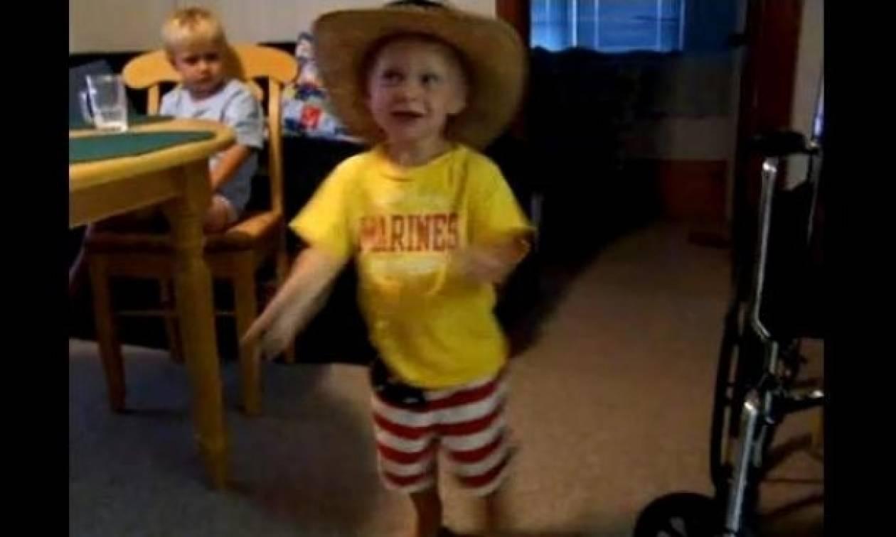Ο μικρότερος fan της Country μουσικής!